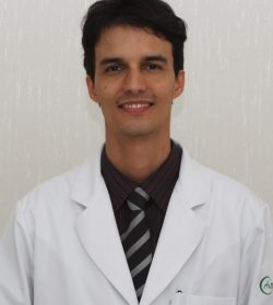 Dr. Cláudio Galvão de Olivaes